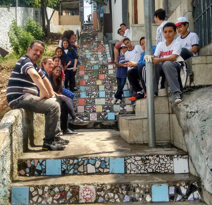 """Revitalização da praça - projeto """"Para além dos muros da escola"""""""