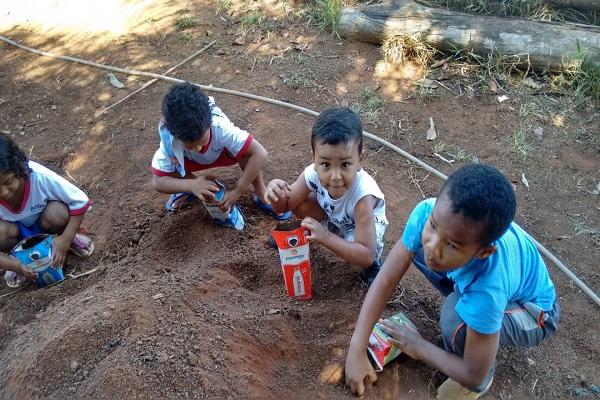 Crianças se engajaram na construção do viveiro