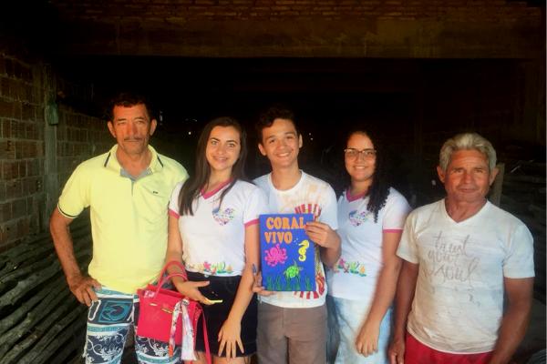 Integrantes do projeto se reuniram com pescadores para dialogarem sobre a importância de preservação dos corais