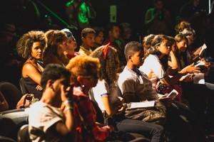 Público-assiste-peça-apresentada-por-estudante