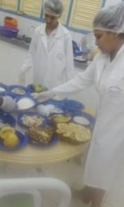 estudantes-no-laboratório-de-química