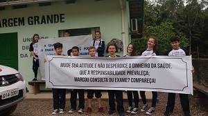 estudantes-seguram-faixa-de-protesto
