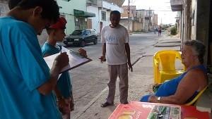 estudantes-fazem-entrevistas-pelo-bairro