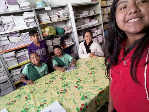 Estudantes criam dicionário para resgatar língua indígena