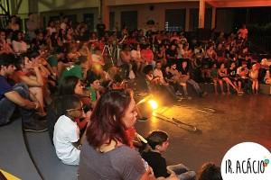 Plateia lotada acompanha apresentação artística dos estudantes