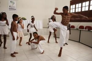 Estudantes ensaiam coreografia