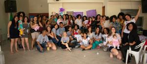 Grupo posa para foto após encontro de projeto Causa Mãe