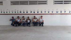 Estudantes criaram um mural com linguagem de sinais para trabalhar a inclusão escolar