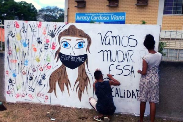Estudantes de Pinheiros (ES) criam livro coletivo para combater bullying