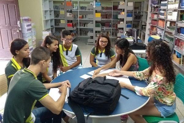 Jovens reduzem evasão escolar de um jeito diferente no sertão do Ceará