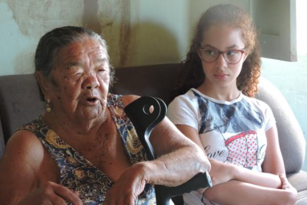 Estudantes ouvem moradoras e moradores da comunidade para resgatar história/ Divulgação