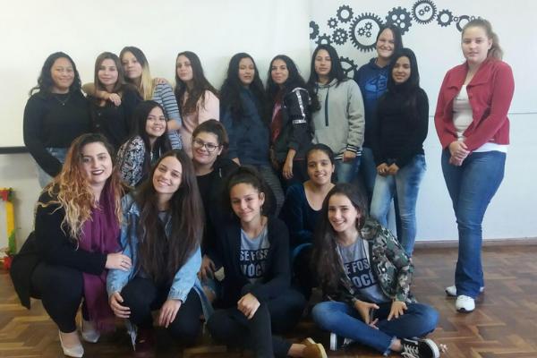 Projeto criado por meninas, discute questão de gênero em escolas