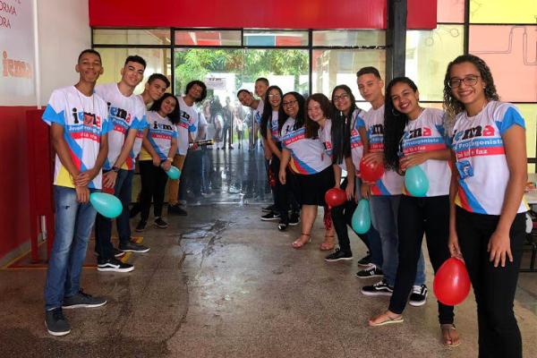 Estudantes do IEMA acolhendo novos alunos