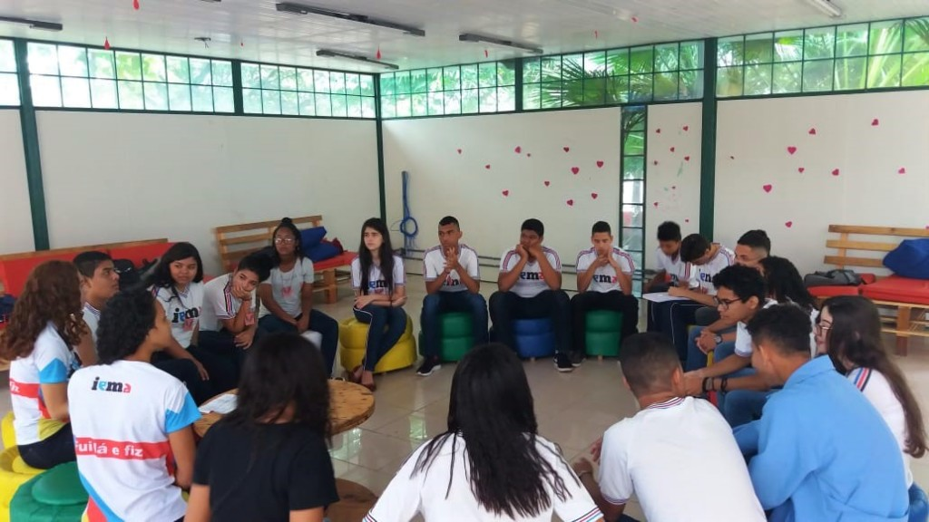 Estudantes do IEMA em reunião