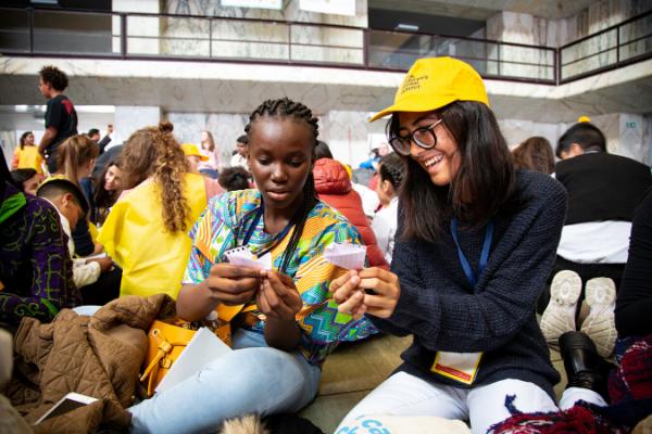 Jovens de diferentes nacionalidades trocam experiências/Alicia Perez