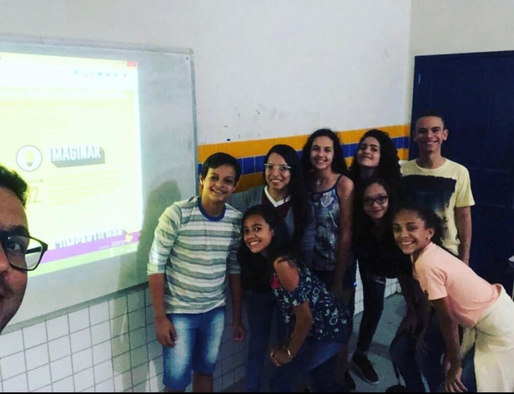 Pausa para a selfie dos estudantes do projeto Além do Olhar