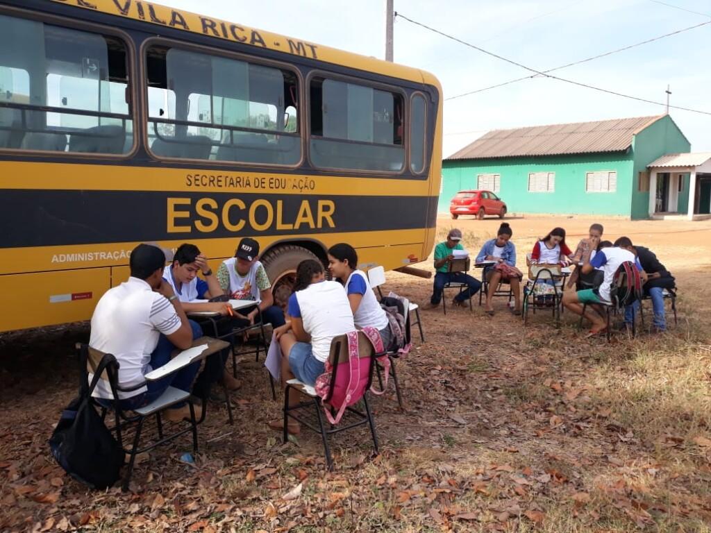 Estudantes realizam conversas sobre documentário no MT.