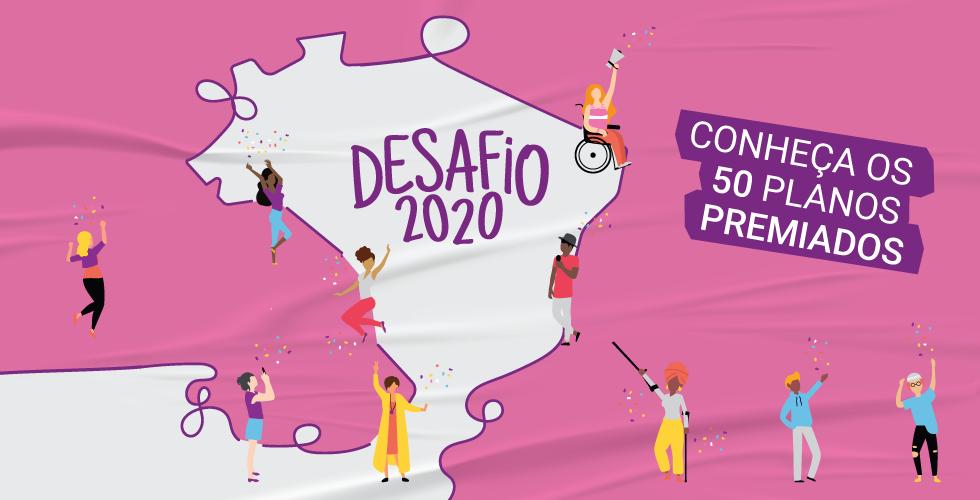 Arte com fundo rosa, em que há o desenho do mapa do Brasil com formas arredondas. No centro do mapa, está escrito Desafio 2020, com diversos personagens pela imagem. No canto direito, há três faixas roxas com o texto Conheça os 50 planos premiados